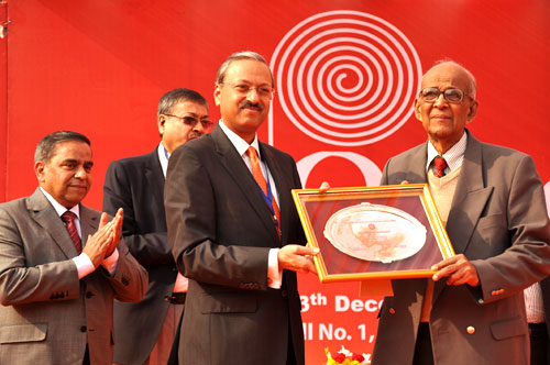 Mr  Ravindra Nathan  receiving  IARPMA Excellent award for his yeoman Service to the Indian Paper Industry from Shri. Hashpati Singhania, Managing Director, J K Paper in the year 2011